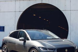Xe điện Jaguar I-PACE 'nuốt' 400 km chỉ tốn một lần sạc