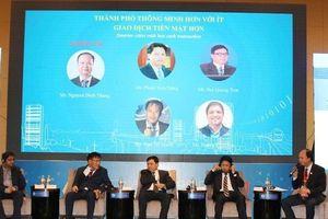 Chủ tịch UBND TP Hà Nội Nguyễn Đức Chung thăm gian hàng Ví Việt