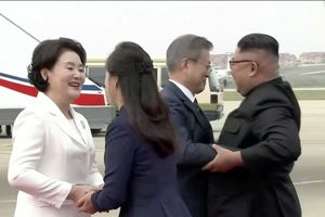 Tổng thống Hàn Quốc cùng phu nhân tới Triều Tiên