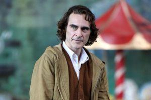 Hé l nhng hình nh u tiên ca 'Joker phiên bn mi' Joaquin Phoenix