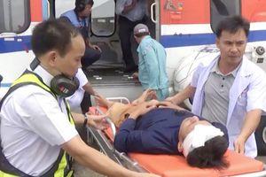 Trực thăng đưa ngư dân bị nạn ở Trường Sa về đất liền cấp cứu