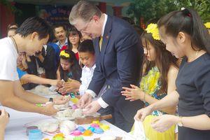 Đại sứ Hoa Kỳ vui Tết Trung thu cùng trẻ em khuyết tật