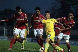 Ngoại binh bị phạt trước giờ thi đấu, Than Quảng Ninh vất vả cầm hòa SLNA