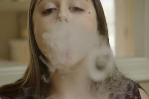 Trường học Mỹ trà trộn, bùng nổ thuốc lá điện tử đánh vào giới trẻ