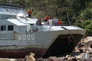 Tàu Hải quân Trung Quốc bị mắc cạn