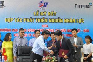 Cao ng Vit-Hàn bt tay doanh nghip ào to ngun nhân lc CNTT