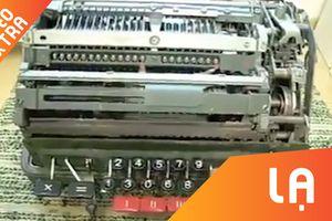 Máy tính cơ học 'phát điên' khi làm phép tính chia cho 0