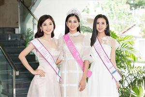 Tân Hoa hậu Trần Tiểu Vy đọ dáng cùng hai á hậu