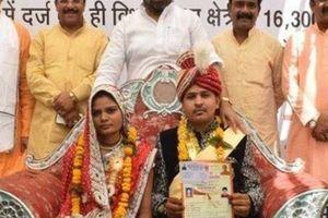 Kết hôn, cô dâu Ấn Độ được tặng gậy gỗ để tiện 'dạy dỗ' chồng