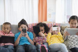 Pháp ra lệnh cấm sử dụng điện thoại ở các trường học