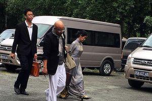 Vợ chồng 'vua' cà phê Trung Nguyên lại ra tòa