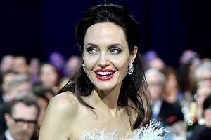 Angelina Jolie đã bí mật kết hôn với tỷ phú người Anh?