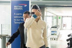Nàng mẫu 9X Kendall Jenner che mặt, né tránh cánh săn ảnh ở sân bay