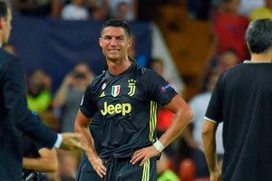 Ronaldo khóc tức tưởi 'như đứa trẻ' vì thẻ đỏ chua chát