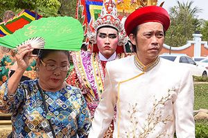 Nghệ sĩ Việt tấp nập đến nhà thờ của Hoài Linh dâng hương Tổ nghề