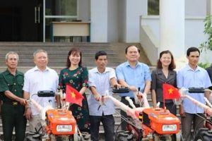Lào Cai: Nhà nông cảm động khi nhận món quà là 'trâu sắt'
