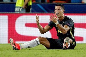Ronaldo nhận thẻ đỏ đầu tiên ở Champions League