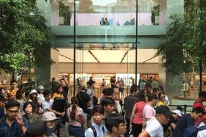 Dân chơi iPhone Việt đổ xô sang Singapore xếp hàng đợi mua iPhone Xs