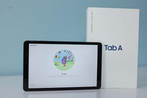 Khui hộp Galaxy Tab A 10.5 chính hãng vừa lên kệ tại Việt Nam
