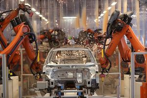 Trong thời đại công nghiệp 4.0, người lao động vẫn rất quan trọng với các nhà sản xuất ô tô