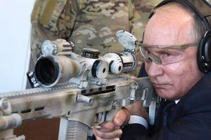 Tổng thống Putin khoe khả năng bắn tỉa điêu luyện