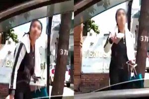 Xôn xao clip cô gái trẻ cầm gạch dọa đánh tài xế Grabcar vì chở về không đúng địa chỉ