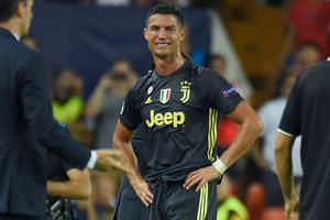 Chị gái C.Ronaldo tức điên, gọi thẻ đỏ của CR7 là nỗi ô nhục