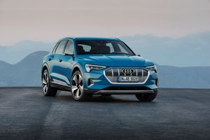Audi ra mắt chiếc SUV chạy điện đầu tiên - E-tron giá 1,7 tỷ đồng