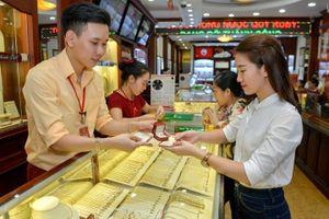 Giá vàng hôm nay 20/9: Bất chấp đồng USD tăng, giá vàng vẫn vượt ngưỡng 1.200 USD/ounce