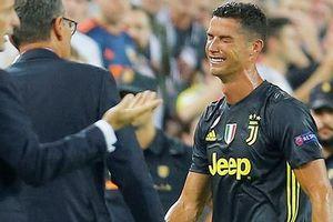 Ronaldo nhận thẻ đỏ có gì mà ồn ào