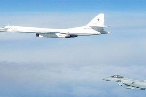 Bay trong không phận quốc tế, oanh tạc cơ Nga vẫn bị chiến cơ Anh chặn đứng