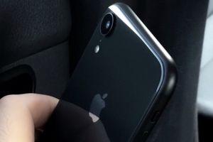 Bí mật khay SIM kép và màu iPhone Xc vừa được hé lộ