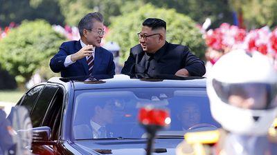 Truyền thông Hàn Quốc tò mò về 'ngoại giao xe' của Triều Tiên