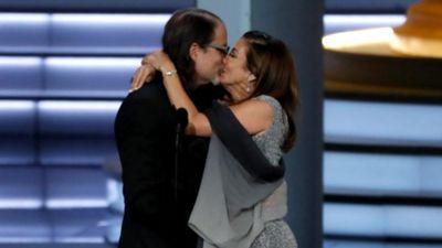 Lễ trao giải Emmy: Thời trang, chính trị và lời cầu hôn