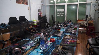 Bắt nhanh nghi can cạy cửa, vét sạch tiệm internet