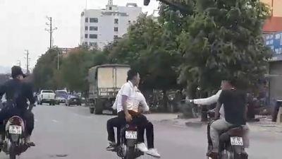 Phẫn nộ với nhóm 'Sửu nhi' đi xe máy lạng lách, đánh võng trên đường