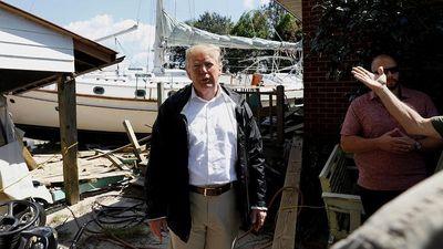 Tổng thống Donald Trump thị sát khu vực bị bão Florence tàn phá
