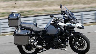 Clip: Xe máy tự lái của BMW hoạt động như thế nào?