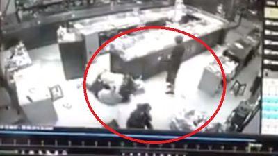 Nữ chủ tiệm vàng đối đầu 3 tên cướp tại Sơn La