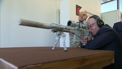 Putin vào vai Sniper thử súng trường bắn tỉa