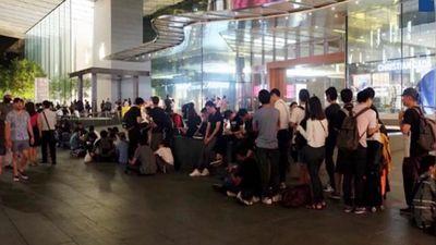 Apple Store Singapore giải tán người Việt xếp hàng sớm mua iPhone
