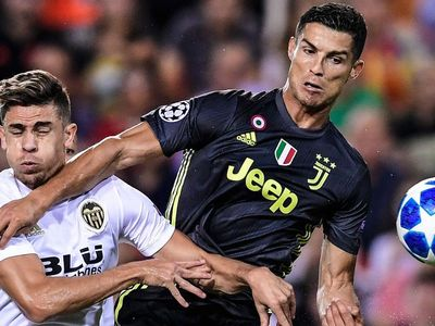 ESPN cho hay, Cristiano Ronaldo sẽ không nhận thêm án phạt sau tấm thẻ đỏ, qua đó có cơ hội đối đầu MU.