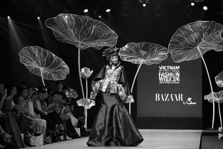 He lo san khau cua Vietnam International Fashion Week 2016 - Anh 7