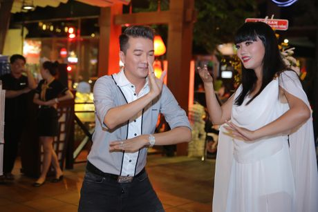 Quan quan 'Tuyet dinh song ca' bo nghe hat lo to de chay show cung Mr Dam - Anh 6