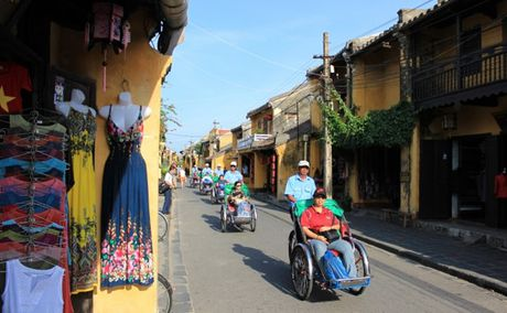 Mien phi ve tham quan pho co Hoi An vao ngay 4-12 - Anh 1