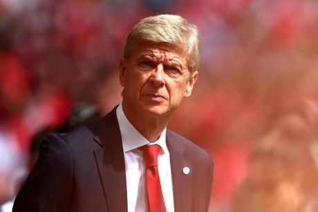 Per Mertesacker chan thuong, Wenger run ray truoc vong 1 Premier League - Anh 2