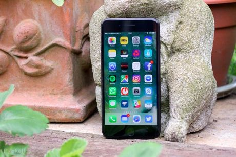 6 smartphone tot co the the cho iPhone 8 - Anh 5