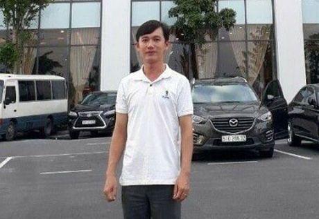 Thay giao viet phan len yen xe mong hoc sinh chap hanh luat giao thong - Anh 1