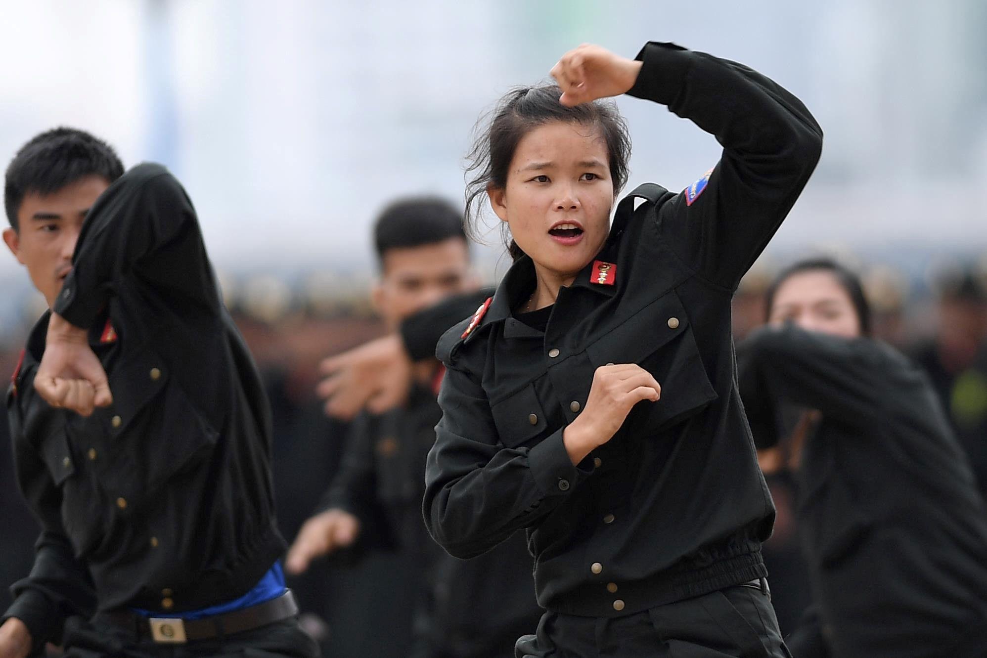 Võ thuật điêu luyện của nữ cảnh sát cơ động chuẩn bị bảo vệ APEC